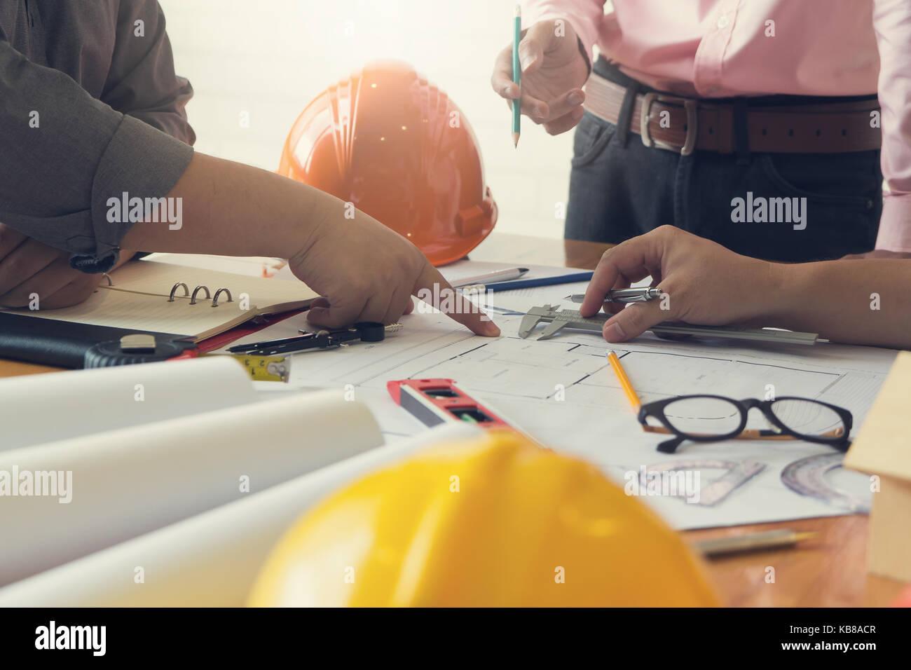 Ingénieur et architecte, ingénieur concept bureau de travail de l'équipe d'architectes et Photo Stock