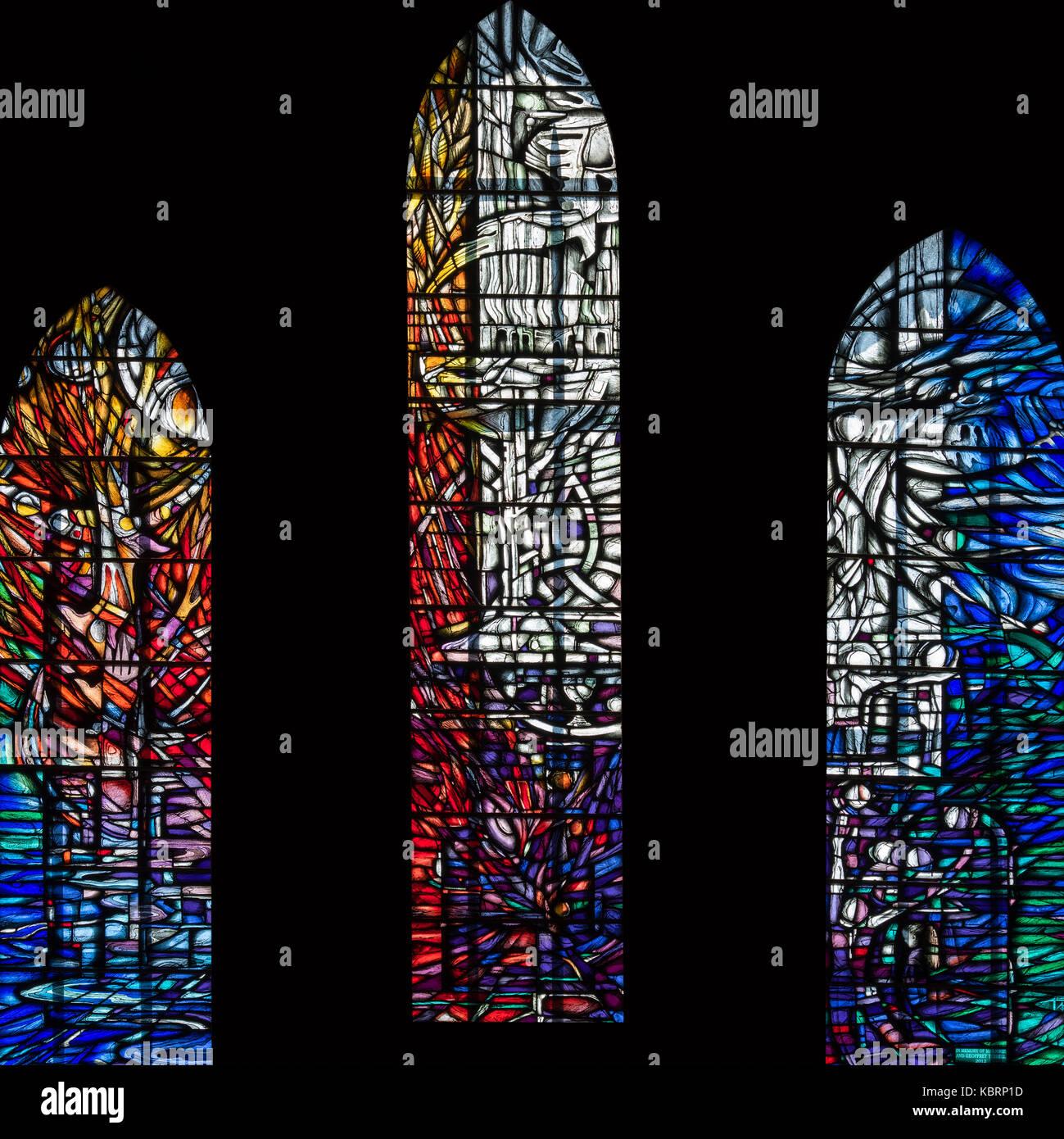 La fenêtre Tyrrell, vitraux symbolisant la compassion et le partage, l'abbaye de Hexham, Royaume-Uni Photo Stock
