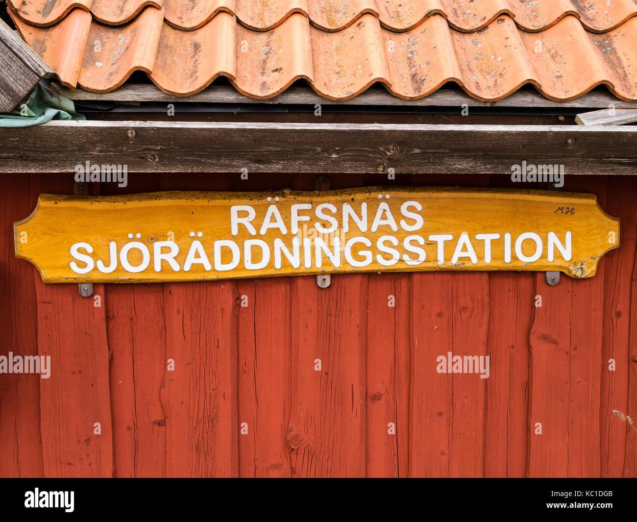 Maison de la Société suédoise de sauvetage maritime dans le port de Räfsnäs , près de Grädddö, Rådmansö dans l'archipel de Roslagen, Stockholm, Suède, Europé. Banque D'Images