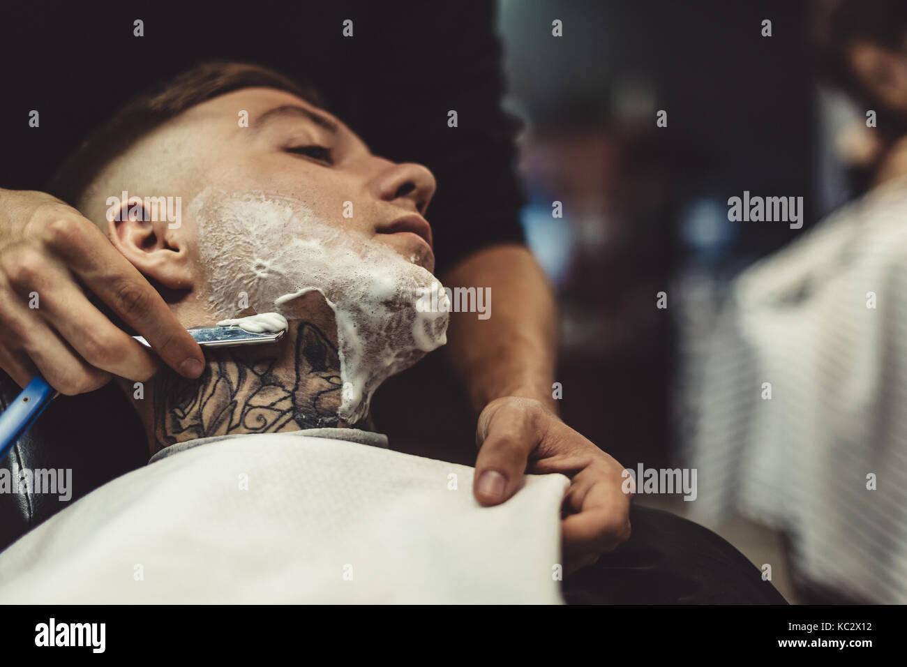 Client de rasage homme anonyme Photo Stock