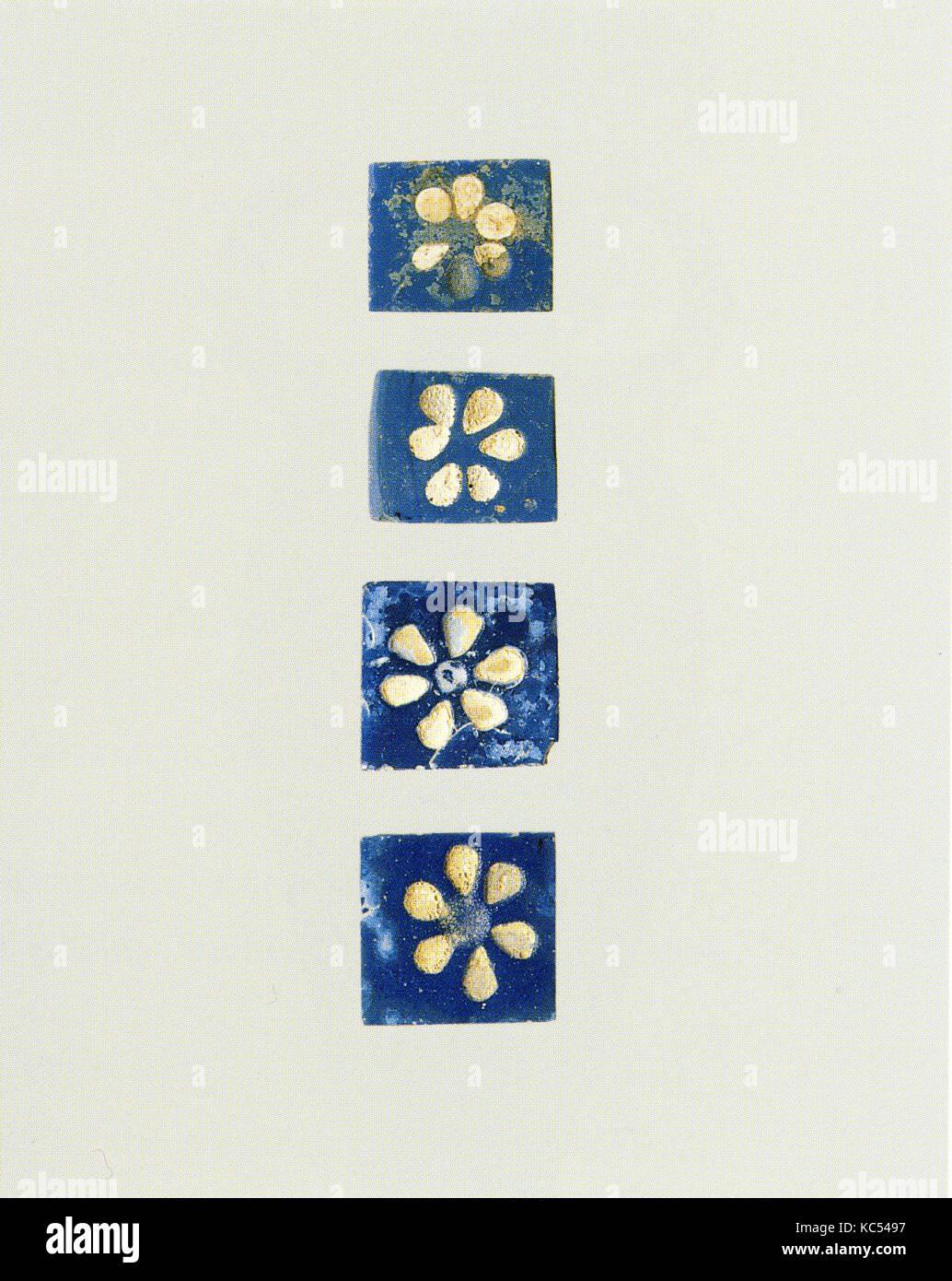 Inlays: rosettes blanc sur fond bleu, ca. 9ème 8ème siècle avant J.C. Photo Stock