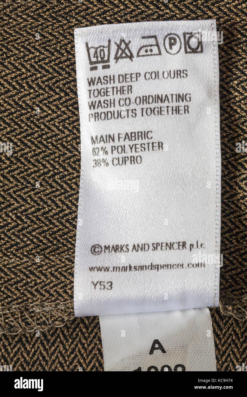symboles de lavage soins et des instructions sur l 39 tiquette en marks and spencer v tements. Black Bedroom Furniture Sets. Home Design Ideas