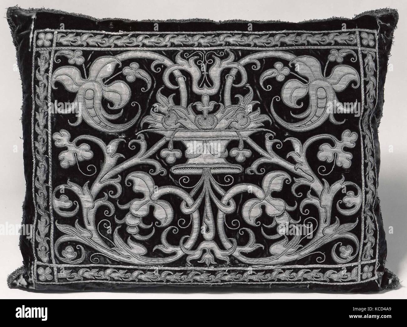 Les vêtements faits en 1994, 17e siècle, l'espagnol, la soie; métal, 19 x 25 in. (48,2 x 63,5 cm), Textiles-Miscellaneous Banque D'Images
