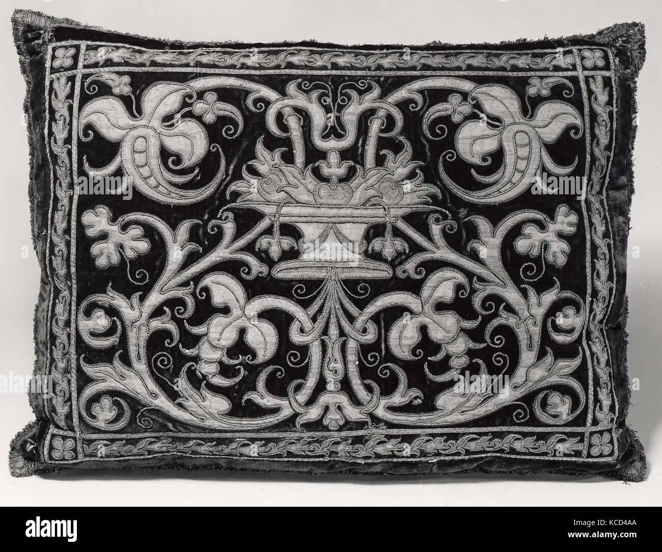 Les vêtements faits en 1994, 17e siècle, l'espagnol, la soie; métal, 19 x 25 in. (48,2 x 63,5 cm), Textiles-Embroidered Banque D'Images