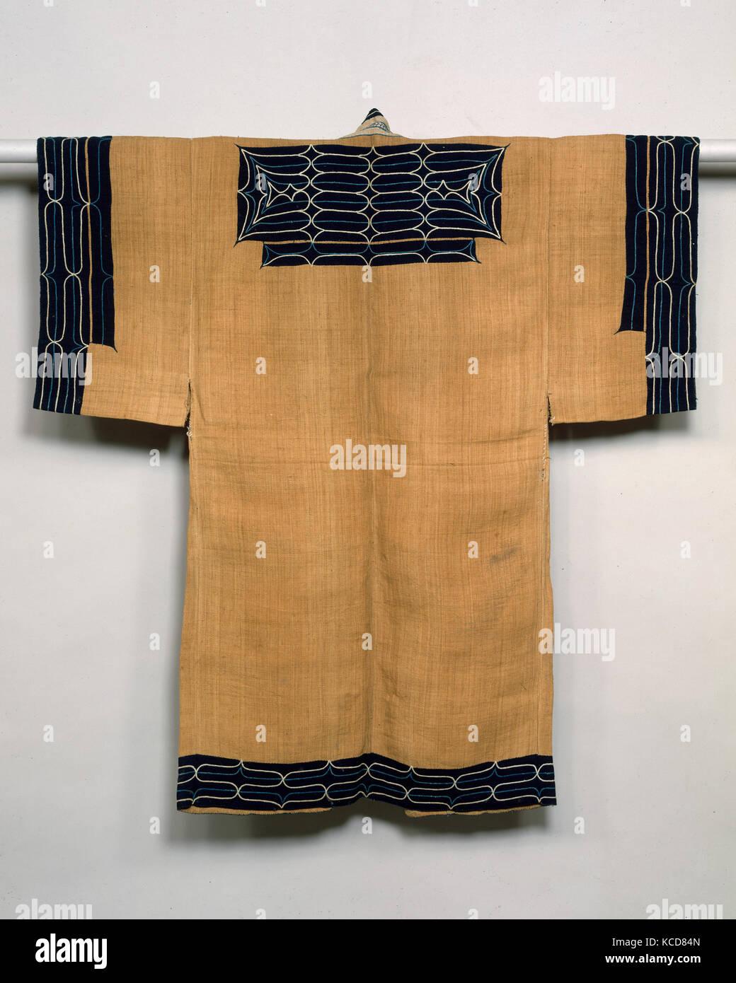 Costume Ainu, période Meiji (1868-1912), 19e siècle, le Japon, l'Elm-fibre de l'écorce avec de l'appliqué teint à l'indigo (tabby atsushi), L. (ne Banque D'Images