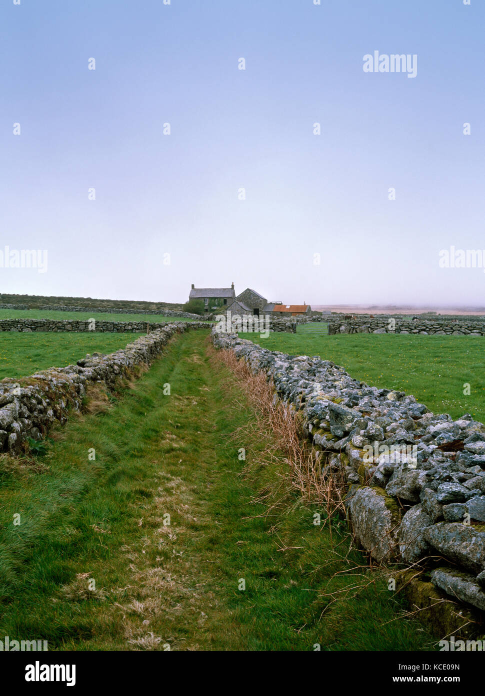 Maison Bosullow couronnement, commun. Construite en pierre de granit traditionnel en ruine de ferme et dépendances, Banque D'Images