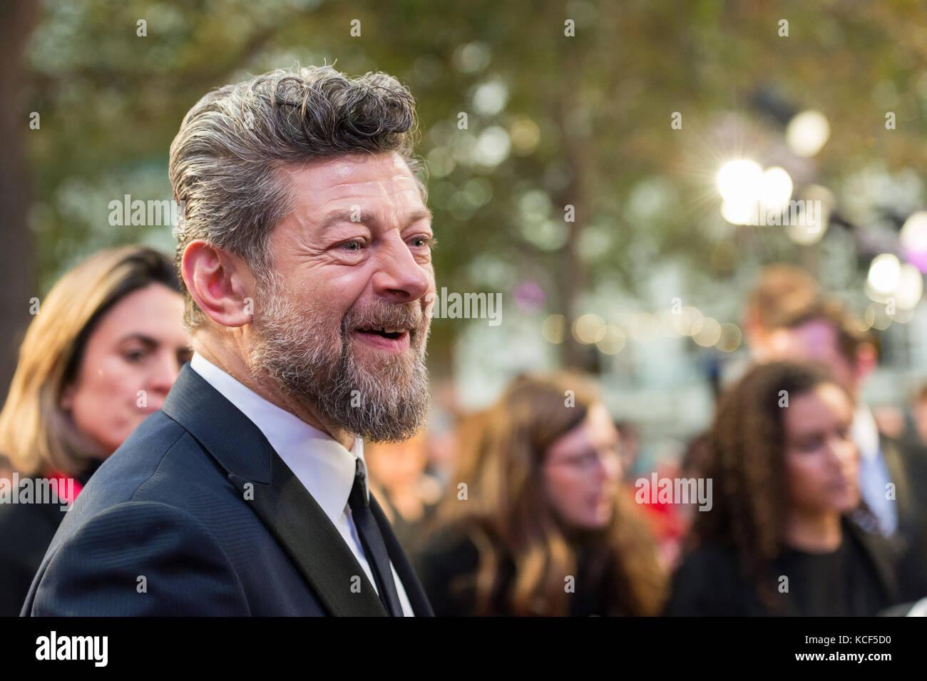 Londres, Royaume-Uni. 4e octobre 2017. Andy Serkis assiste à la première du film du Royaume-Uni respirer à Odéon Banque D'Images