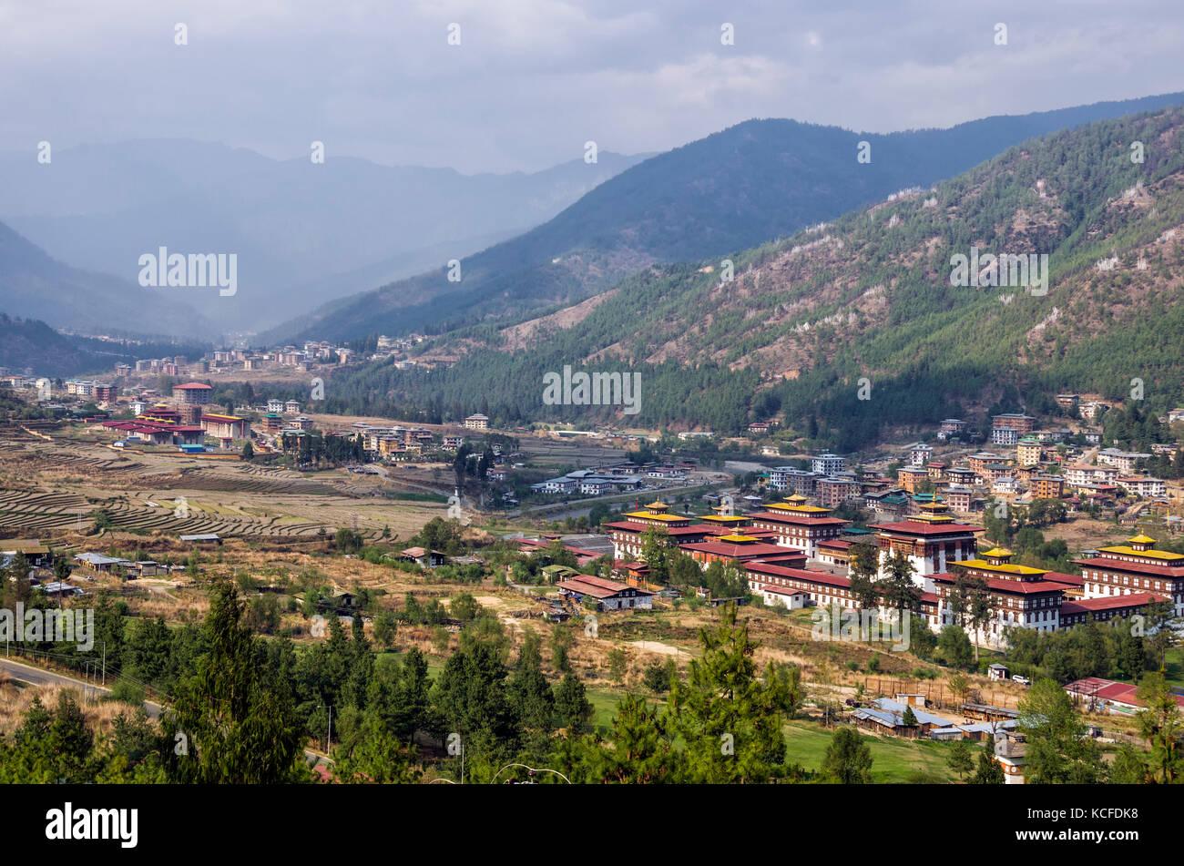 Trashi chhoe dzong et paysage de villages agricoles paddy, Thimphu, Bhoutan - trashi chhoe Dzong, le palais royal Photo Stock