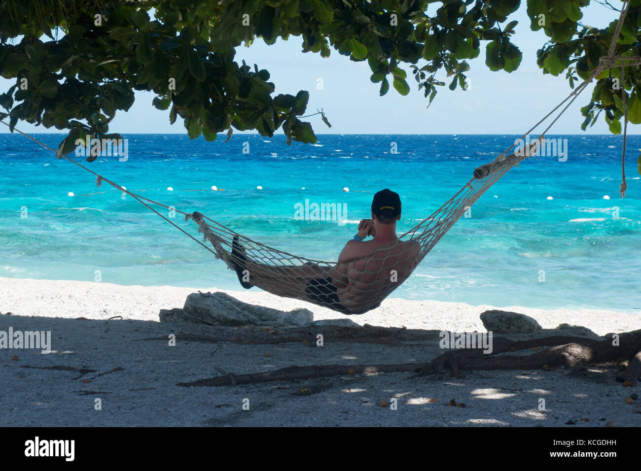 Philippines beach, île de Cebu - un touriste se détendre dans un hamac en vacances, Cebu, Philippines, Photo Stock