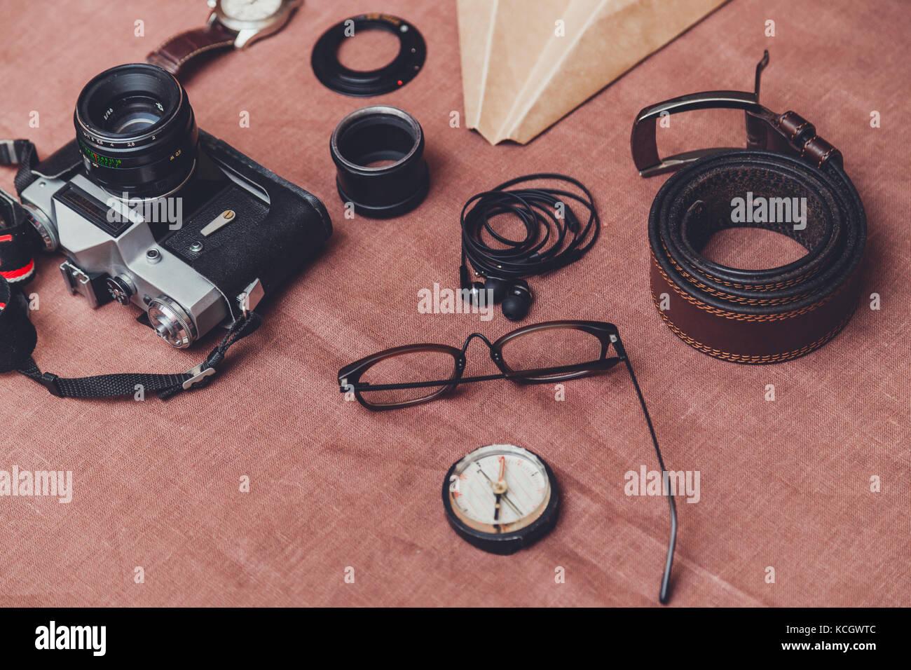Accessoires pour hommes, chaussures, ceinture, lunettes, porte-monnaie, montre, téléphone, l'appareil Photo Stock