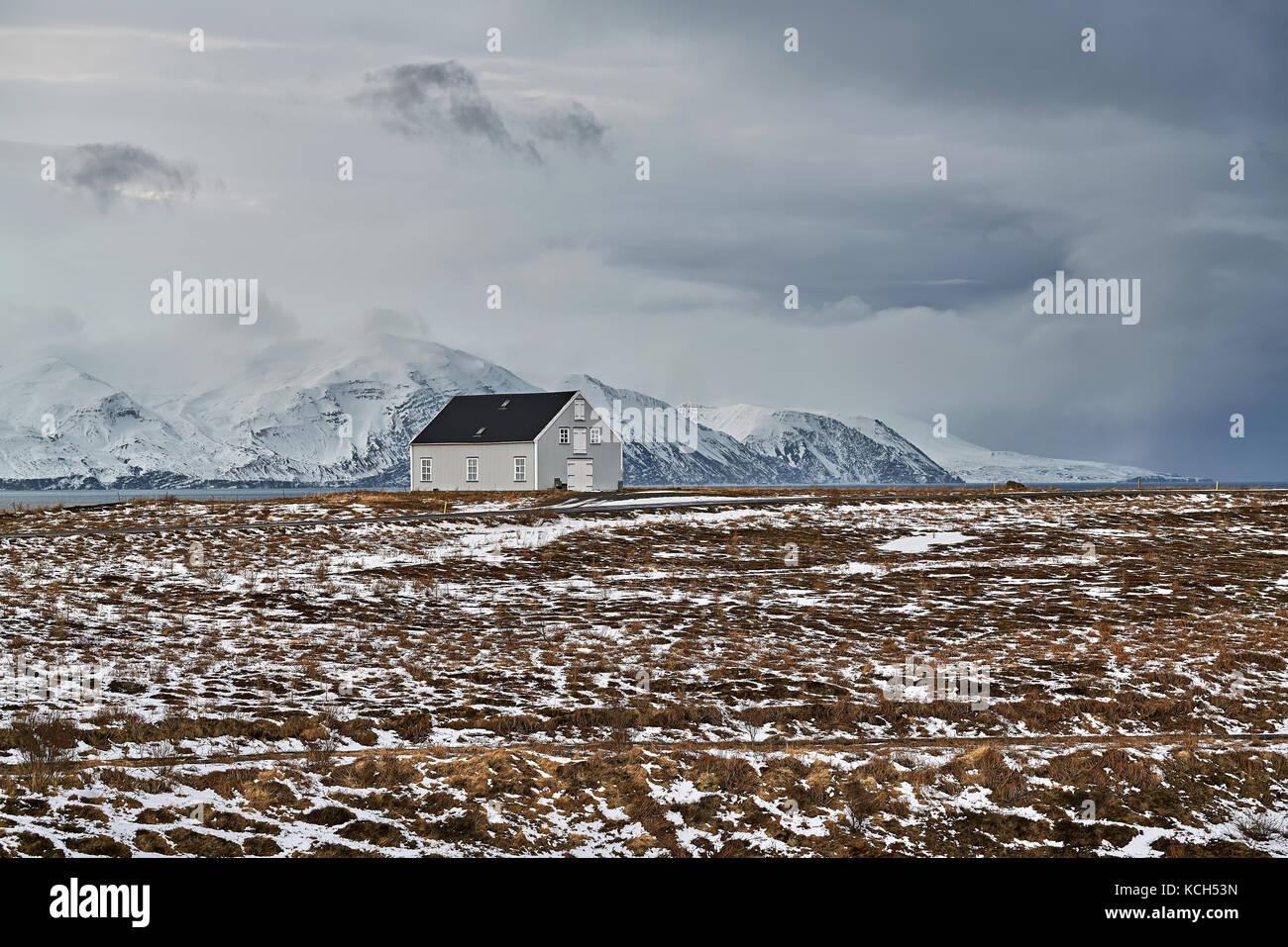 Paysage avec maison de campagne à l'islande Photo Stock