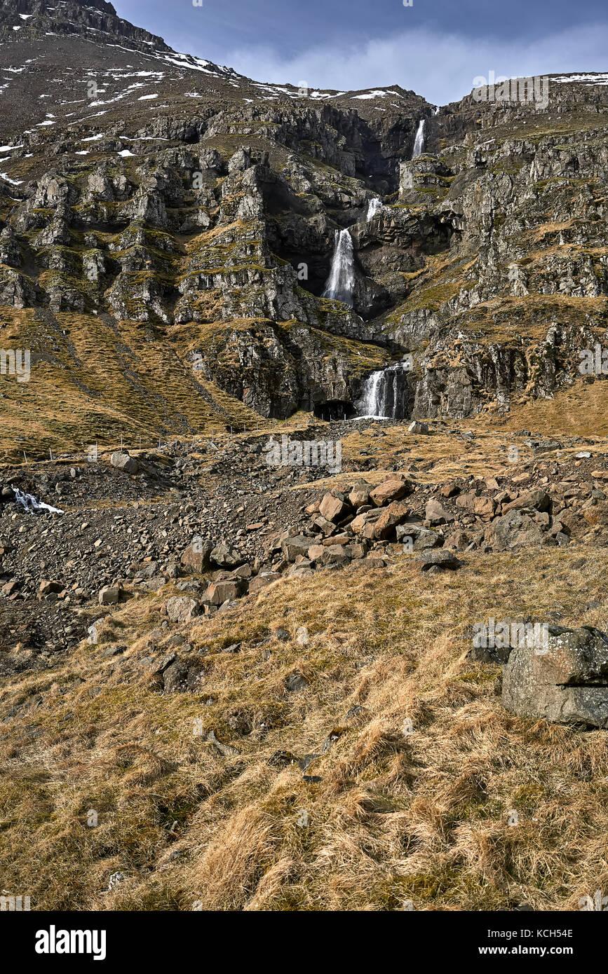 Paysage islandais avec creek entre les rochers Photo Stock