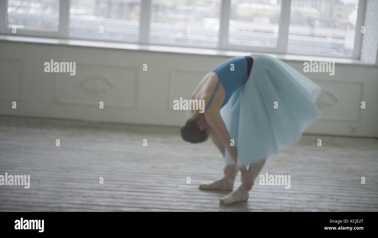 Danseur de ballet professionnel se reposer. fatigué de respirer et de repos restaurations ballerine. fatigué. Photo Stock