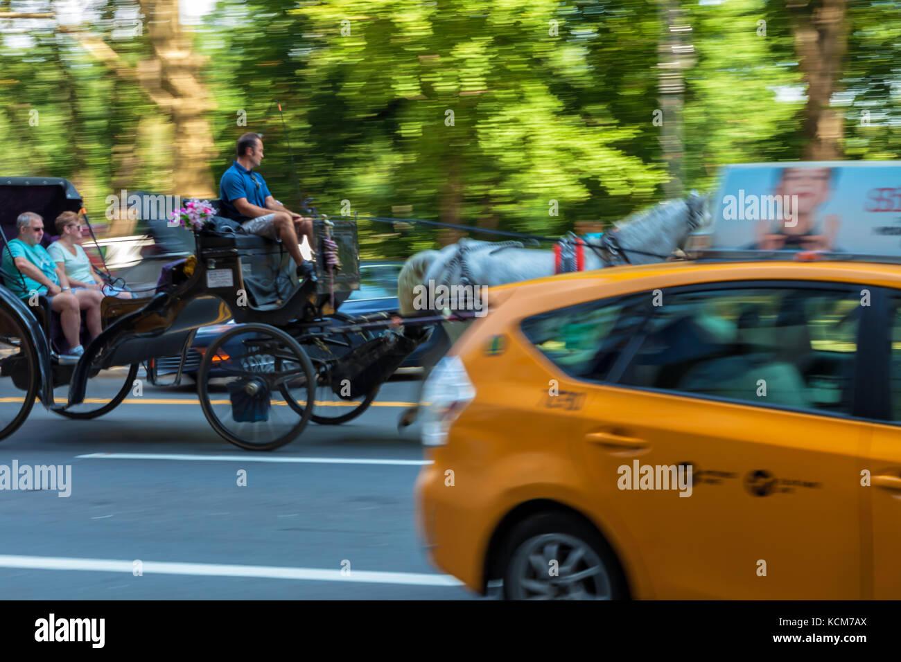 Taxi jaune, transport de chevaux, les modes de transport à new york city, new york. Photo Stock