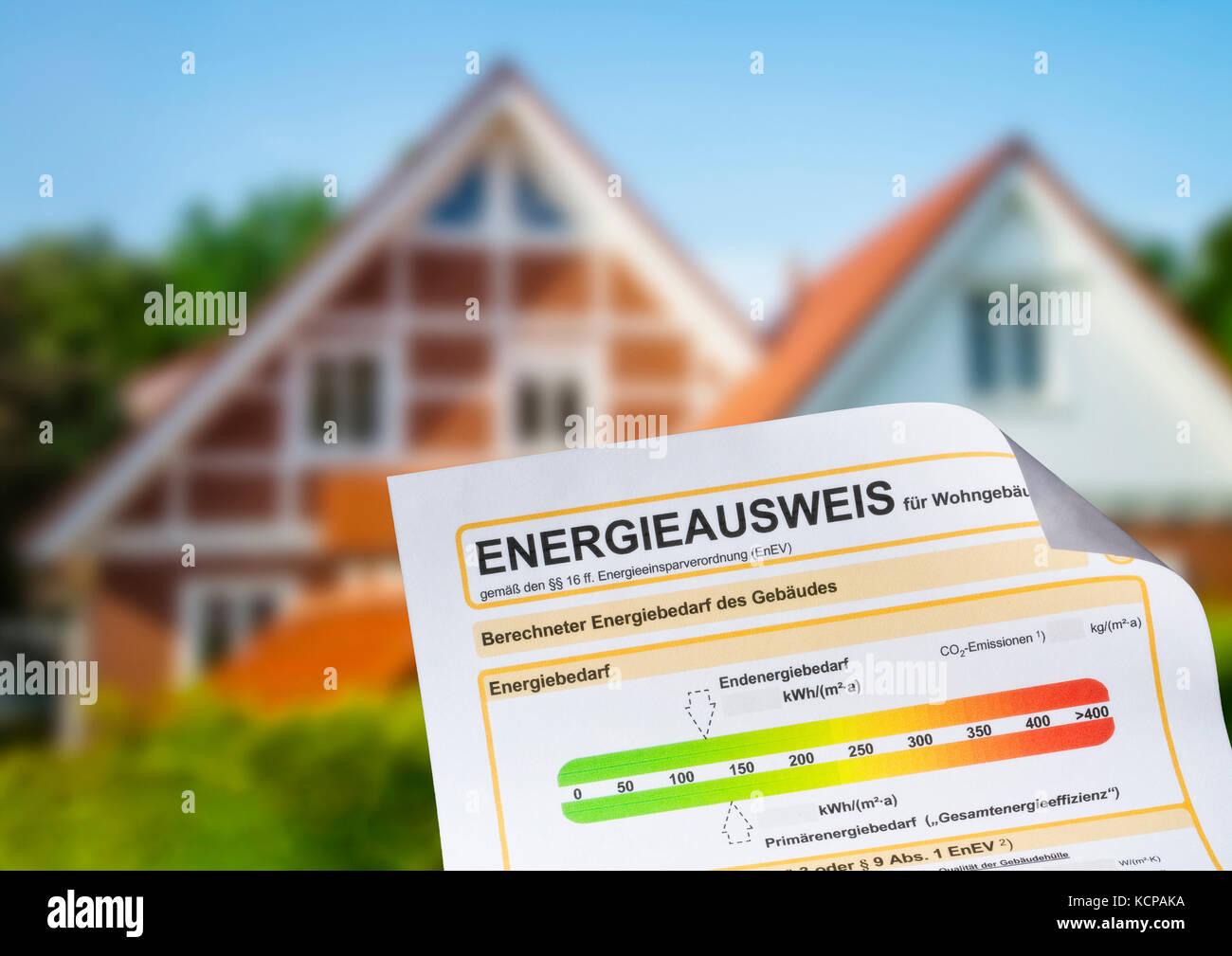 Certificat de performance énergétique d'une maison de famille dans l'arrière-plan Photo Stock