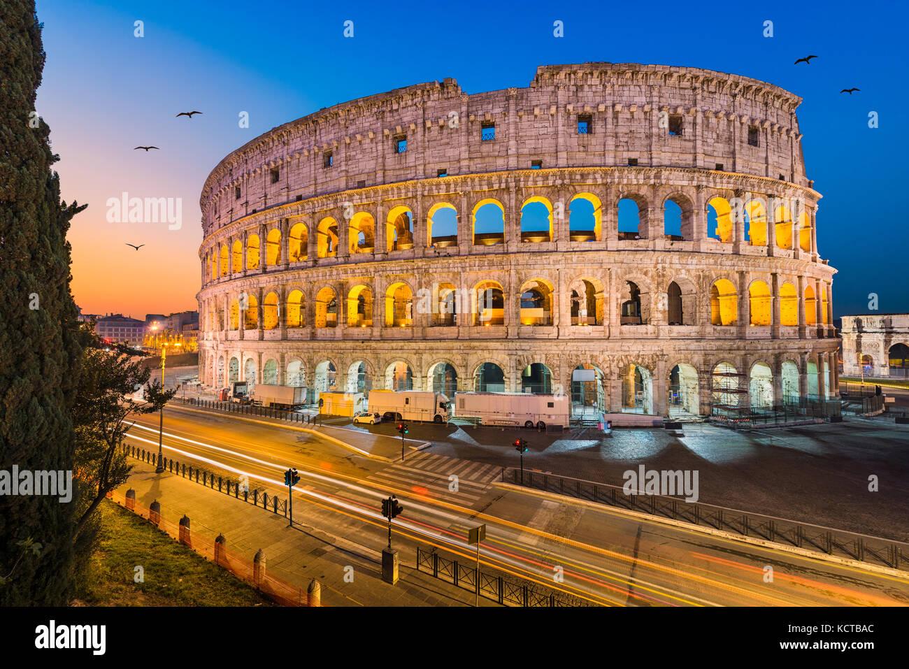 Colisée à Rome, Italie pendant la nuit Photo Stock