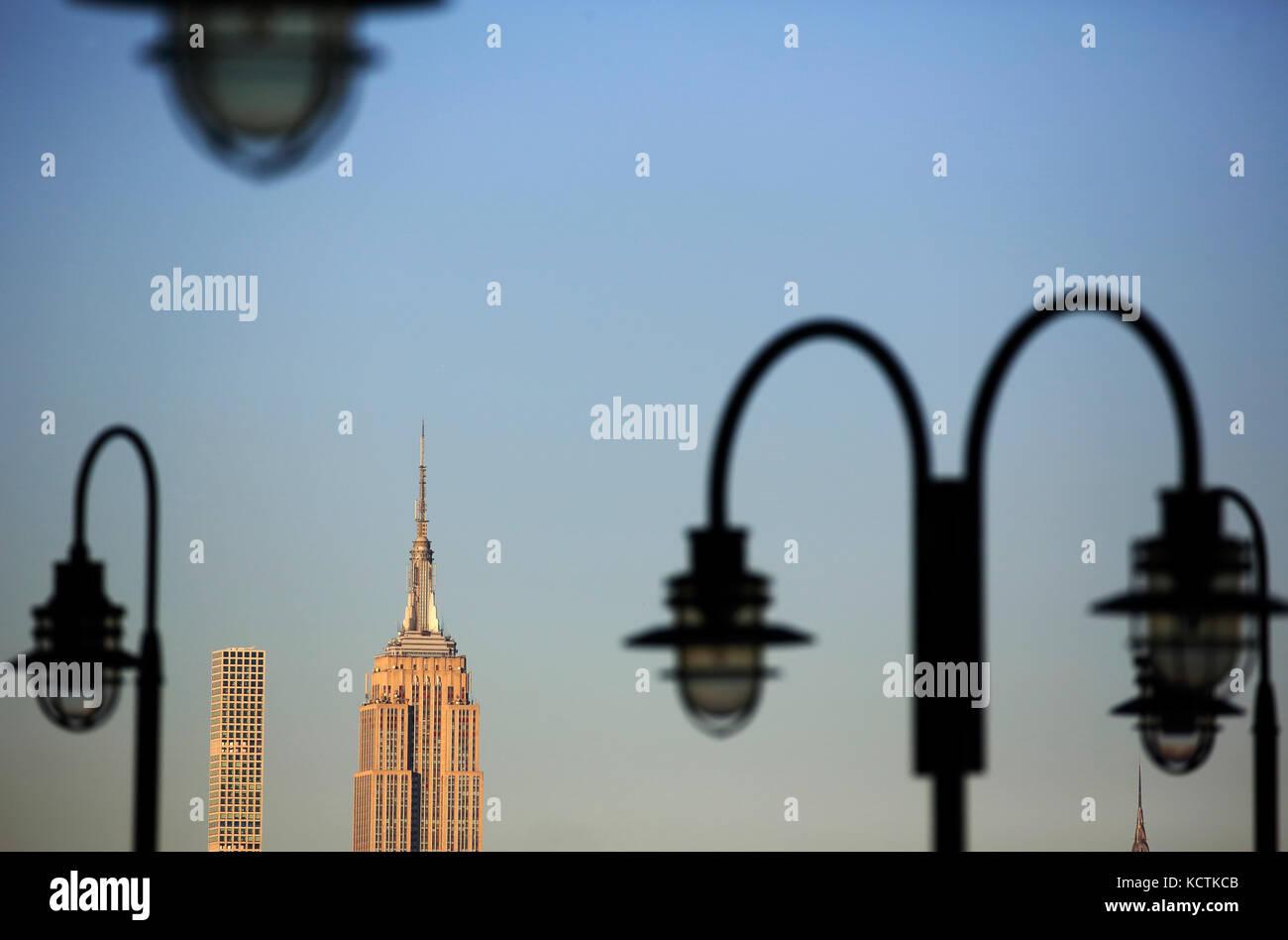 Empire State Building Et 432 Park Avenue Pans Par Lampadaires New