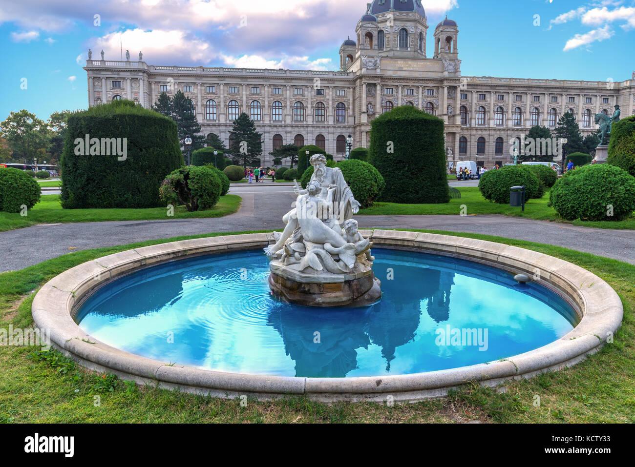 Vienne, Autriche - fontaine en face du musée d'histoire naturelle de la vieille ville. Photo Stock