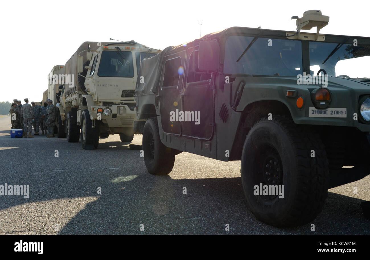 Les membres du 218e bataillon de soutien de la brigade de la garde nationale, en Caroline du Sud, en partenariat Banque D'Images