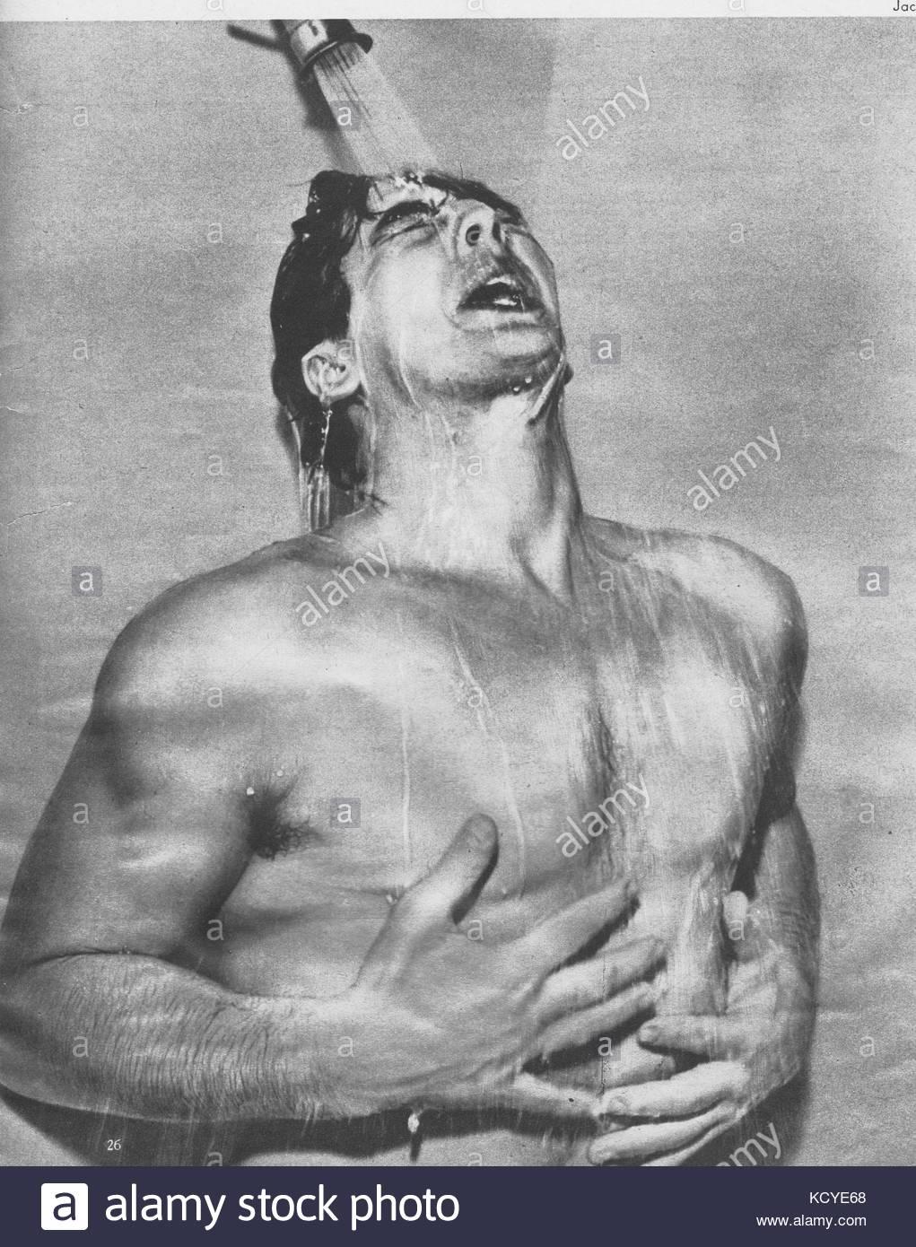 Mature sous la douche pour moi