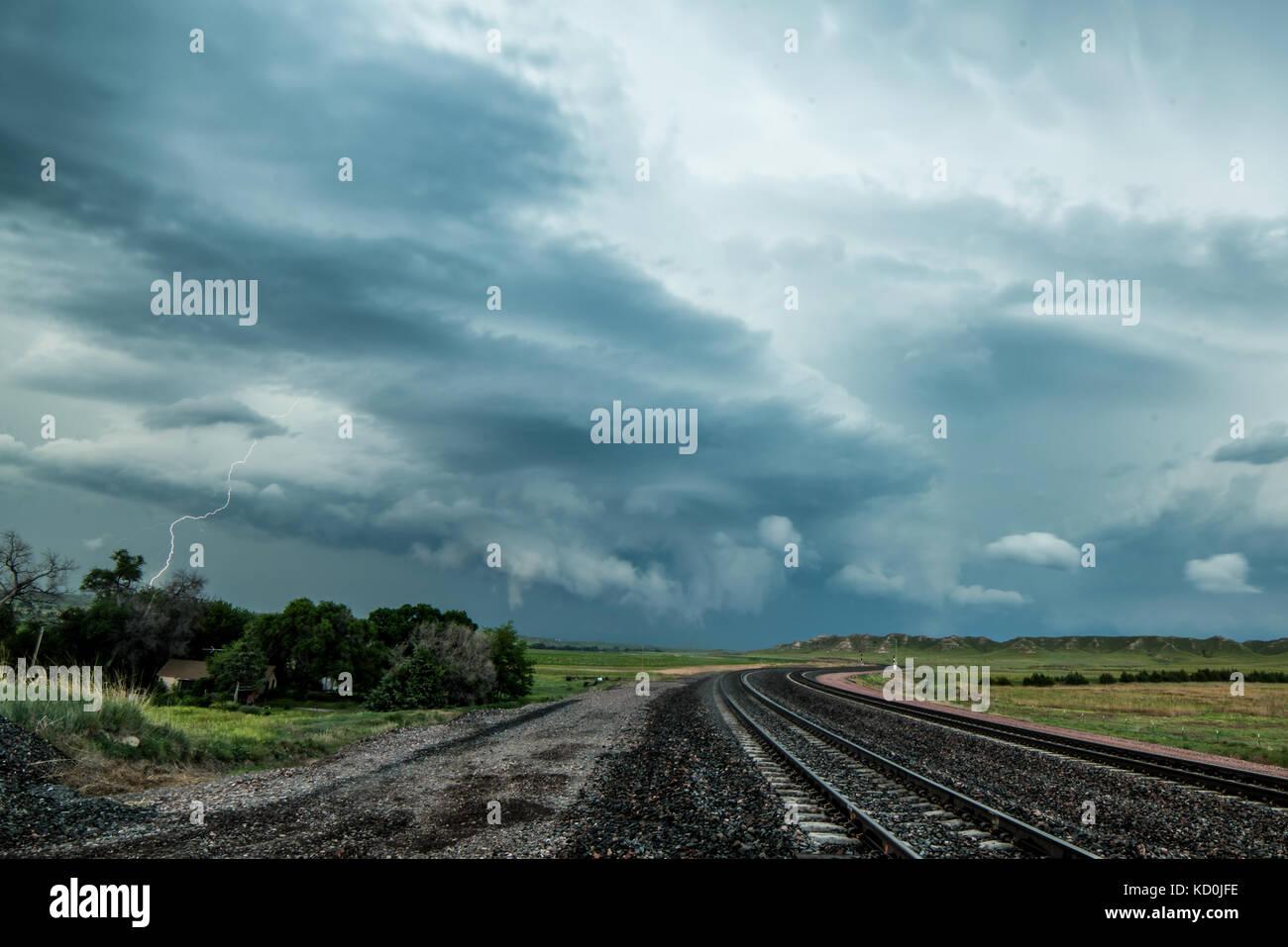 Supercell tornadiques commence à se dissiper après la production de tornades, scottsbluff, Nebraska, USA Photo Stock