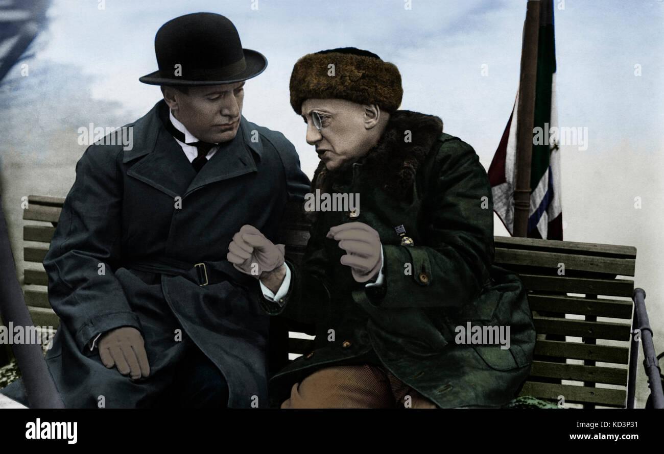 GABRIELE d' Annunzio (à droite) avec Benito Mussolini à bord du bateau Mas 96. Fasciste Italie. Historique. Écrivain italien, 1863-1938. Banque D'Images