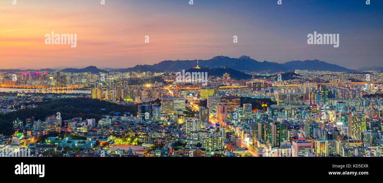 Séoul. Vue panoramique cityscape image de centre-ville de Séoul en été au coucher du soleil. Banque D'Images