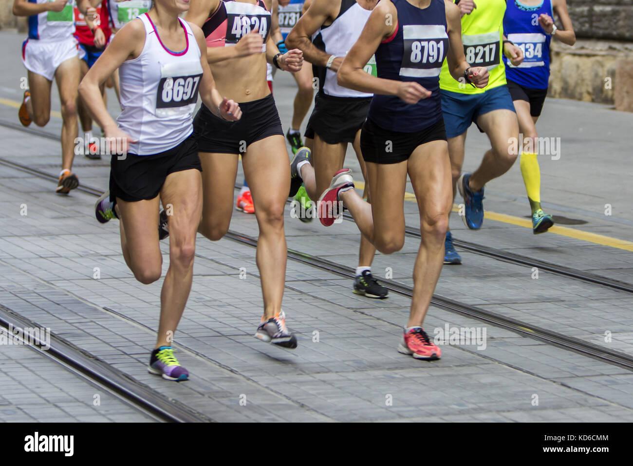 Marathon race sur la city road Photo Stock