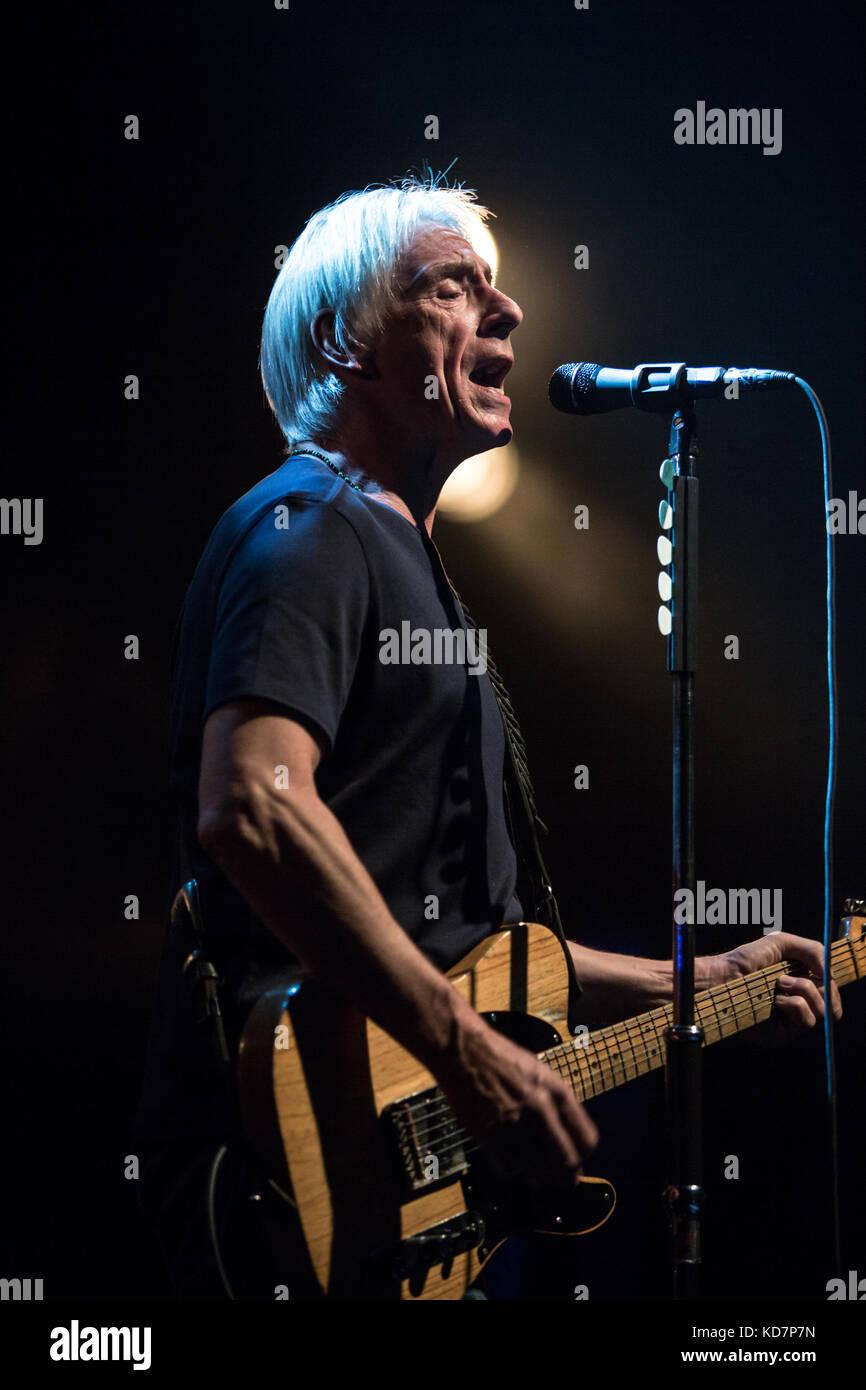 Toronto, Canada. 10 octobre 2017. Paul Weller se produit lors de son Aimable tour de révolution. Crédit: Bobby Singh/Alay Live News. Banque D'Images