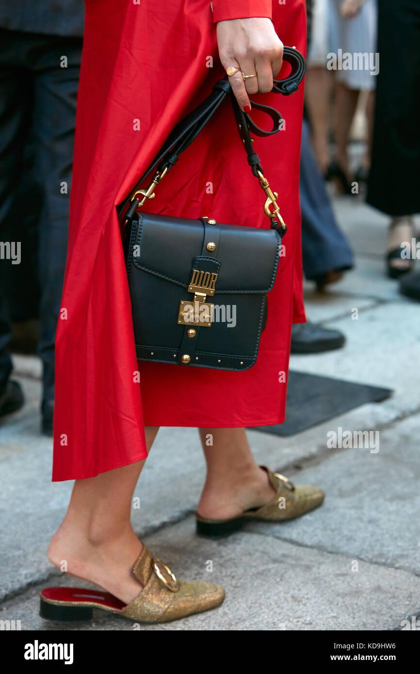 Milan 21 septembre : jeune femme à la robe, chaussures et
