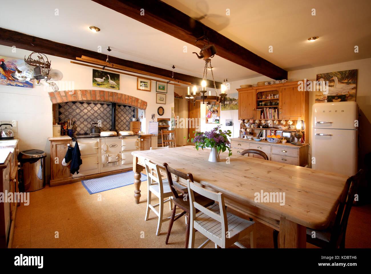 Charmant Maison De Ferme Traditionnelle Salle à Manger Cuisine Avec Cuisinière AGA  Crème