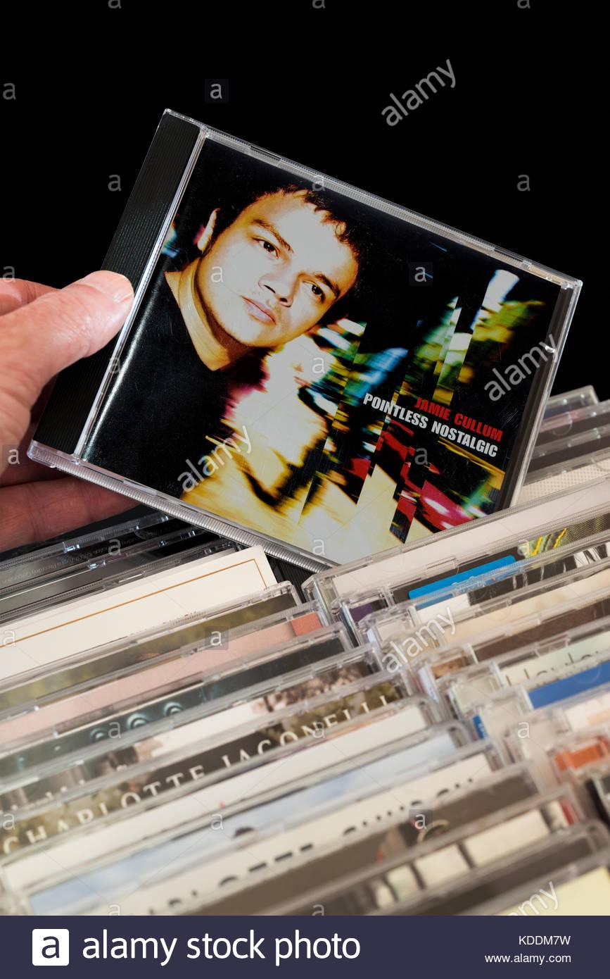 Pointless Nostalgic Jamie Cullum, libres d'être choisis parmi des rangées d'autres CD's Dorset, Photo Stock