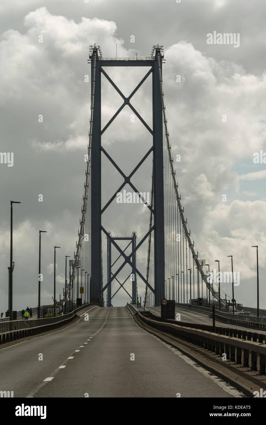 Un pont de Forth Road, Queensferry, Ecosse, Royaume-Uni Banque D'Images