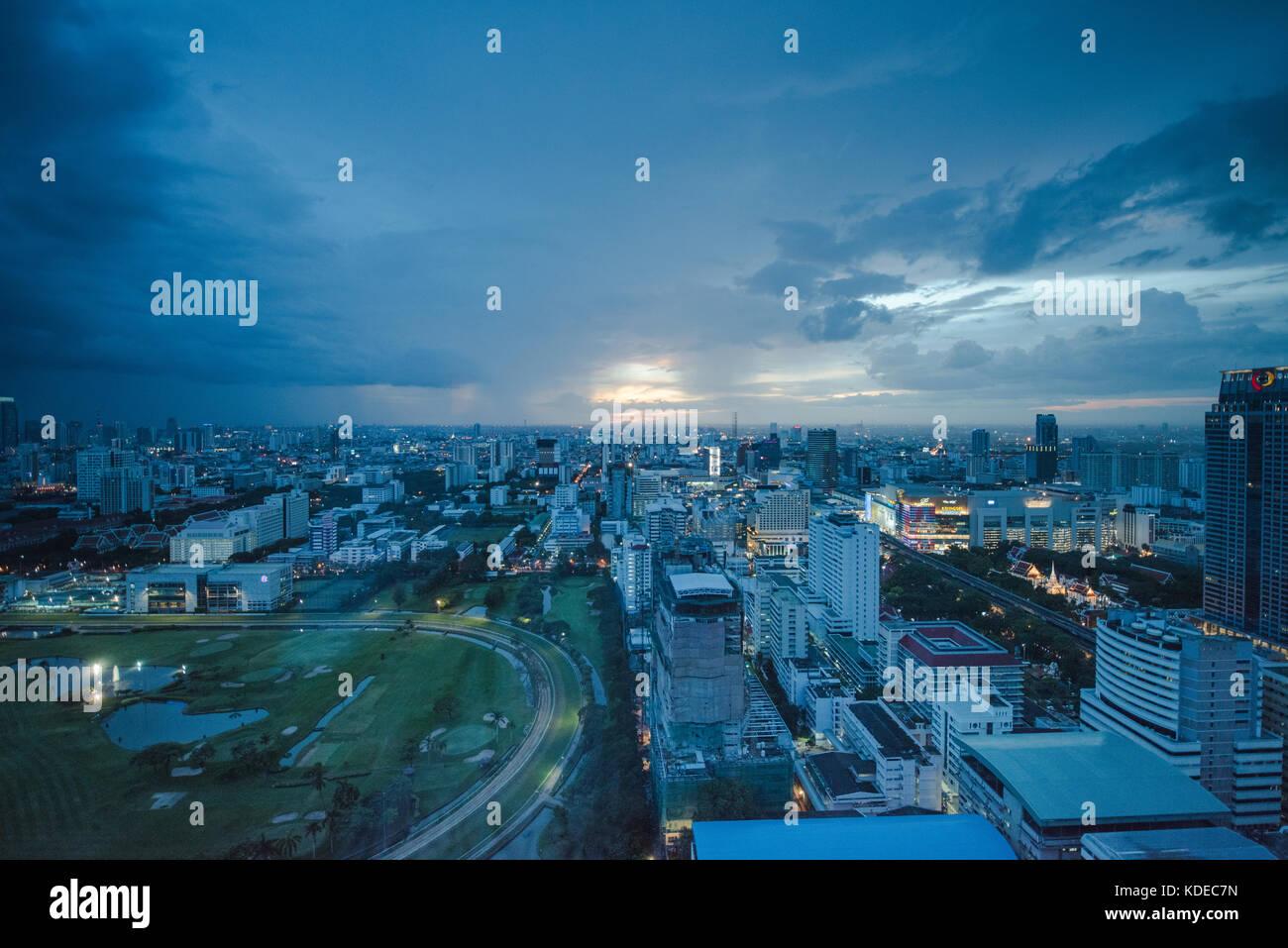 Vue sur Bangkok, Thaïlande au crépuscule Photo Stock