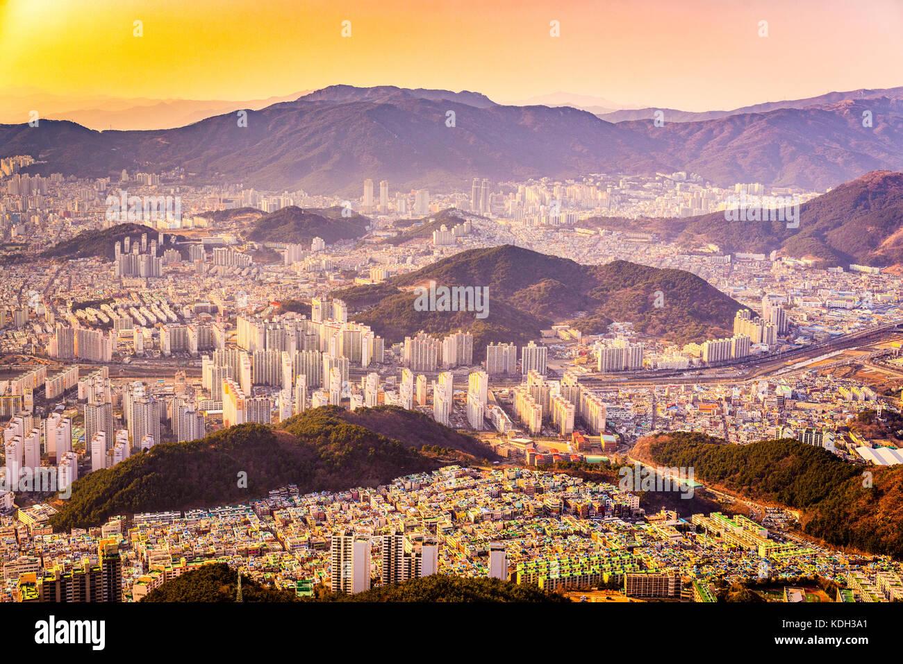 Busan, Corée du sud la ville au crépuscule. Photo Stock