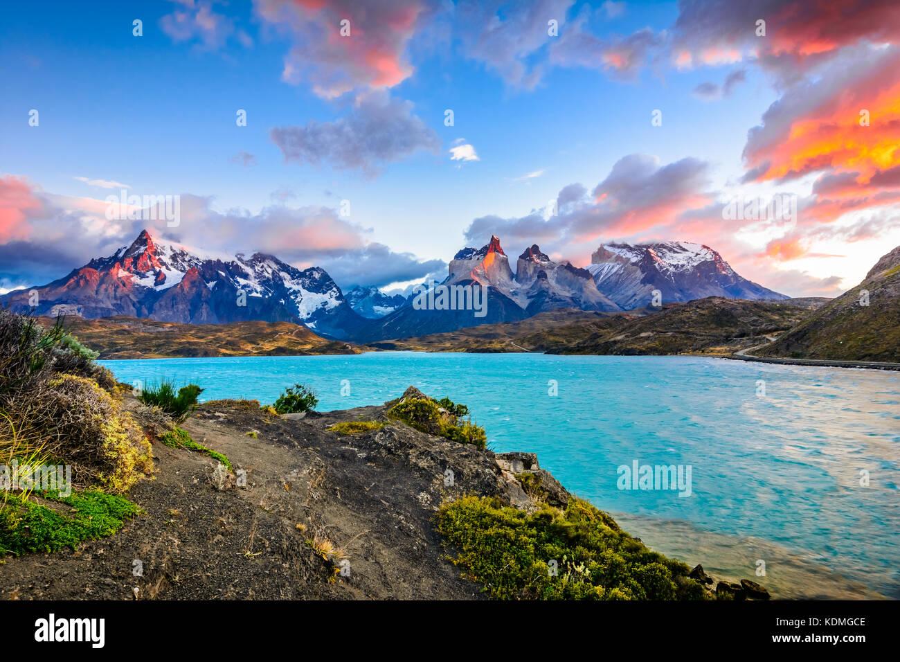 Torres del Paine au lac Pehoé, Patagonie, Chili - Patagonie du Sud, un champ de Magellanes de l'Amérique Photo Stock