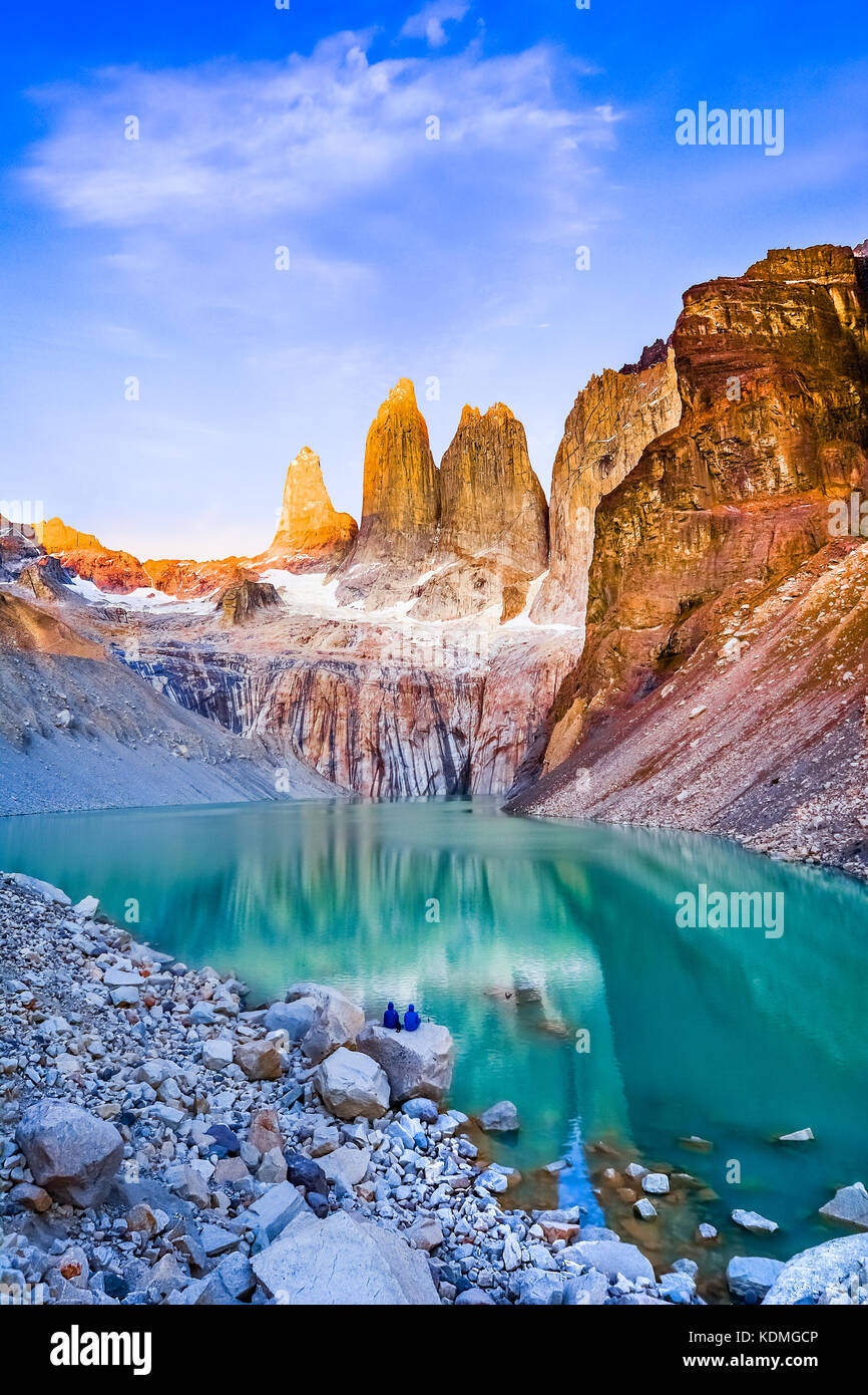 Laguna torres avec les tours au lever du soleil, Parc National Torres del Paine, Patagonie, Chili Photo Stock