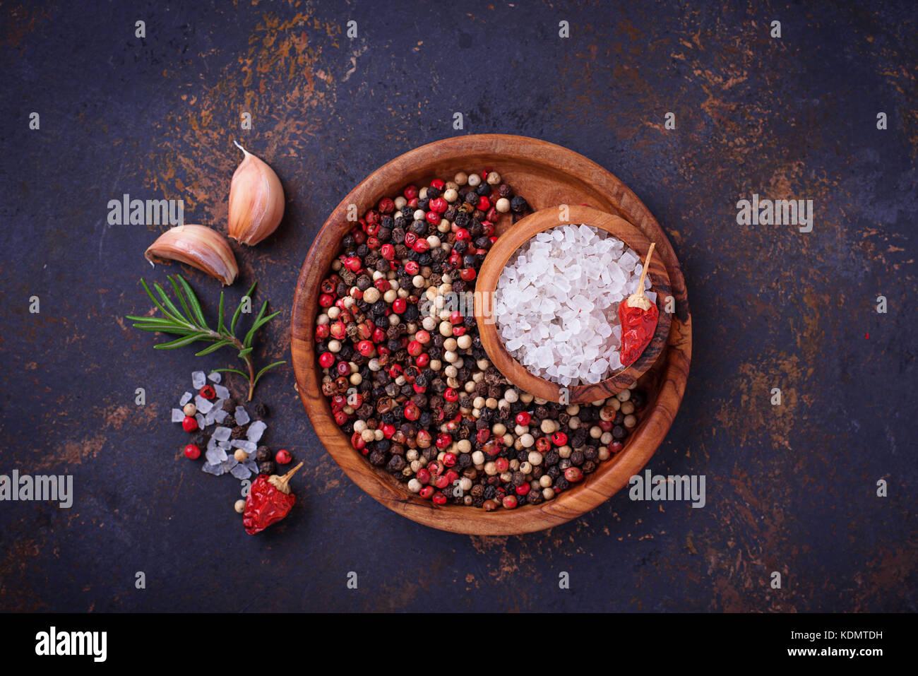 Les herbes et les épices. contexte culinaire Photo Stock