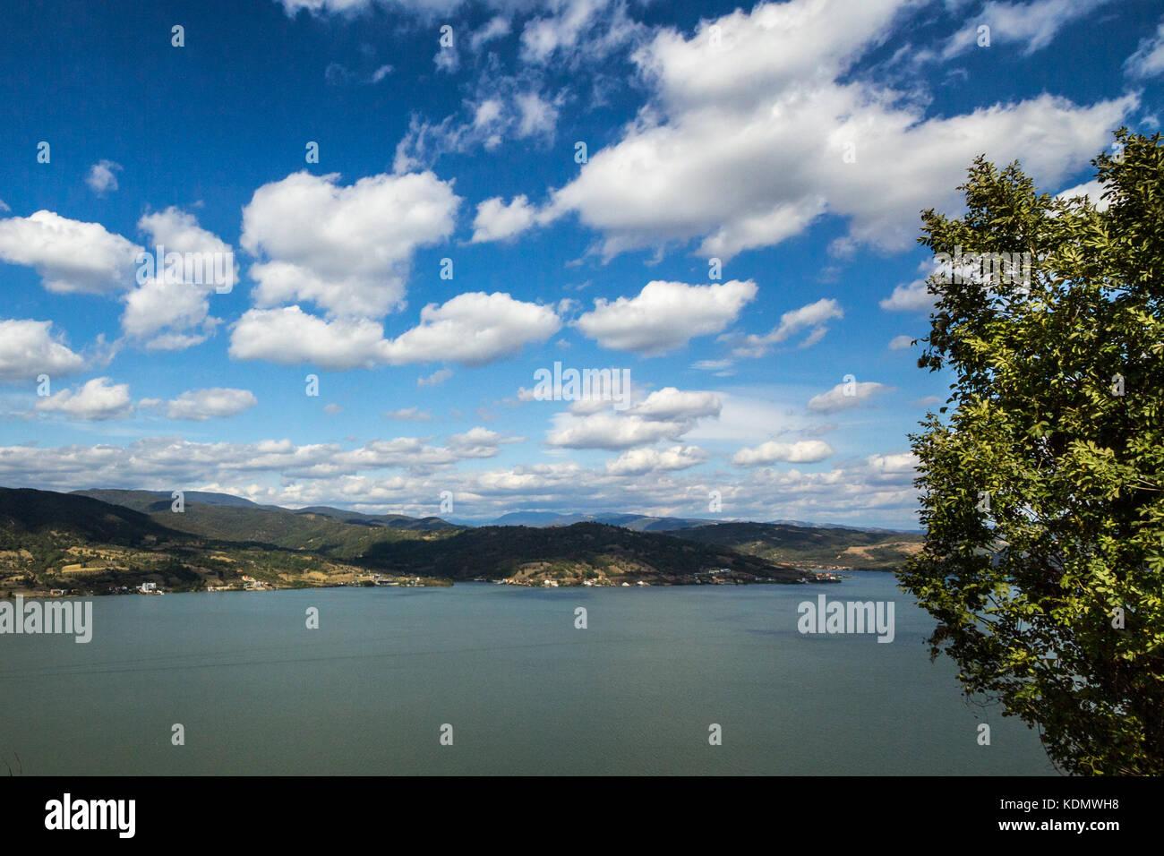 Danube près de la ville de Vranje serbe dans les portes de fer, également connu sous le nom de djerdap, Photo Stock