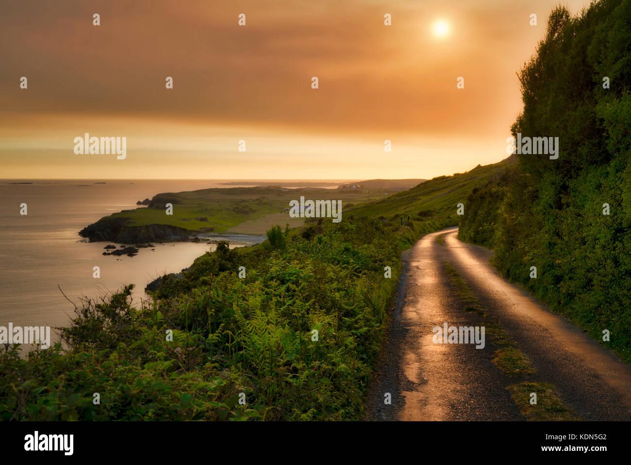 Sky Road au coucher du soleil. près de Clifden, Irlande. Comté de Galway, le Connemara Photo Stock