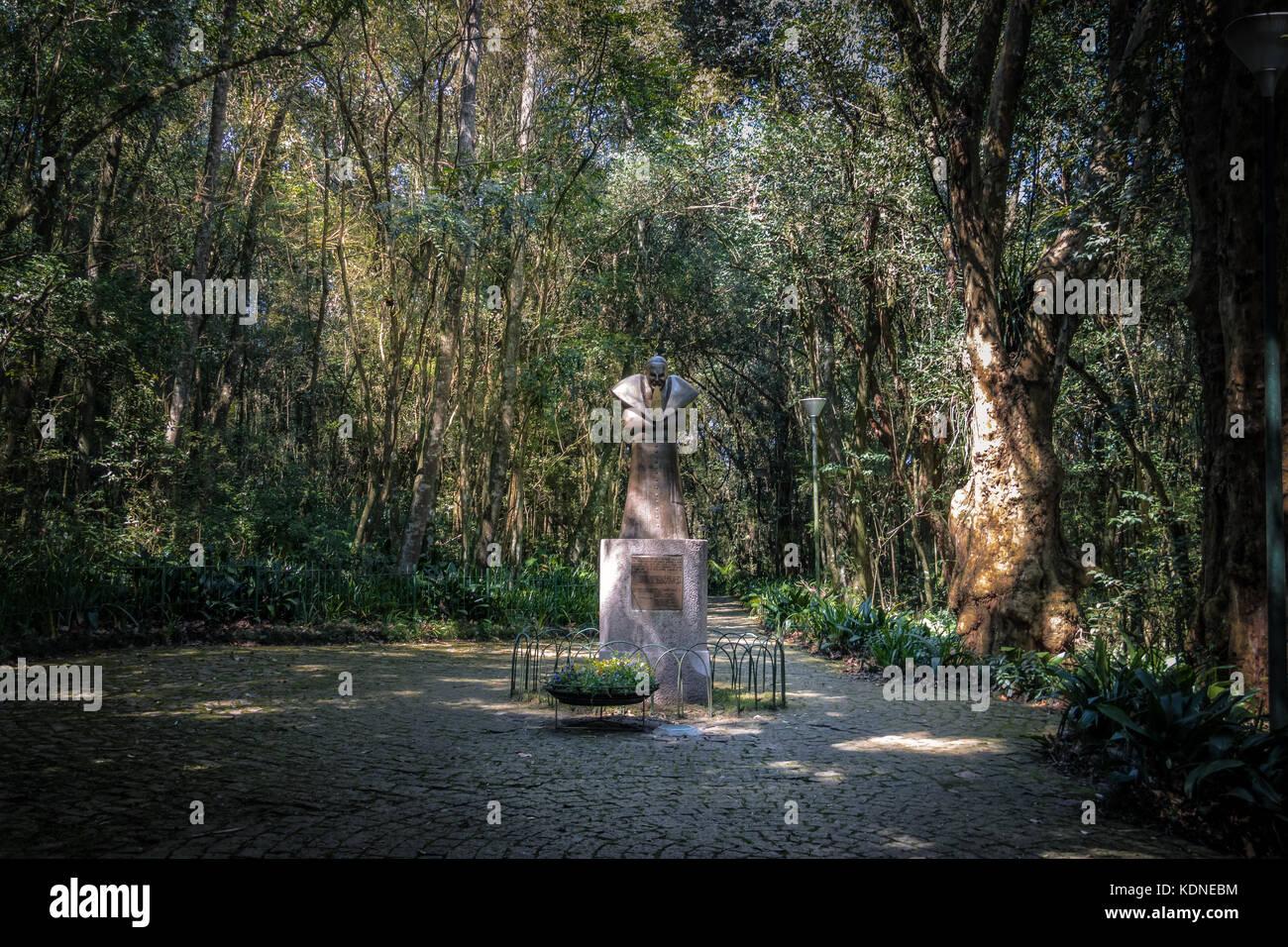 Statue de Jean Paul II à bosque do papa du pape (bois) - Curitiba, Parana, Brésil Photo Stock