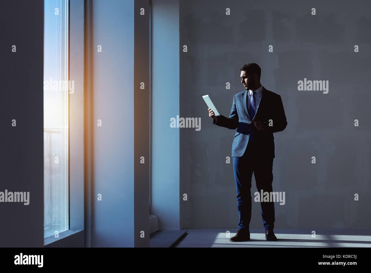 Agent immobilier appartement ordinateur tablette concept Photo Stock