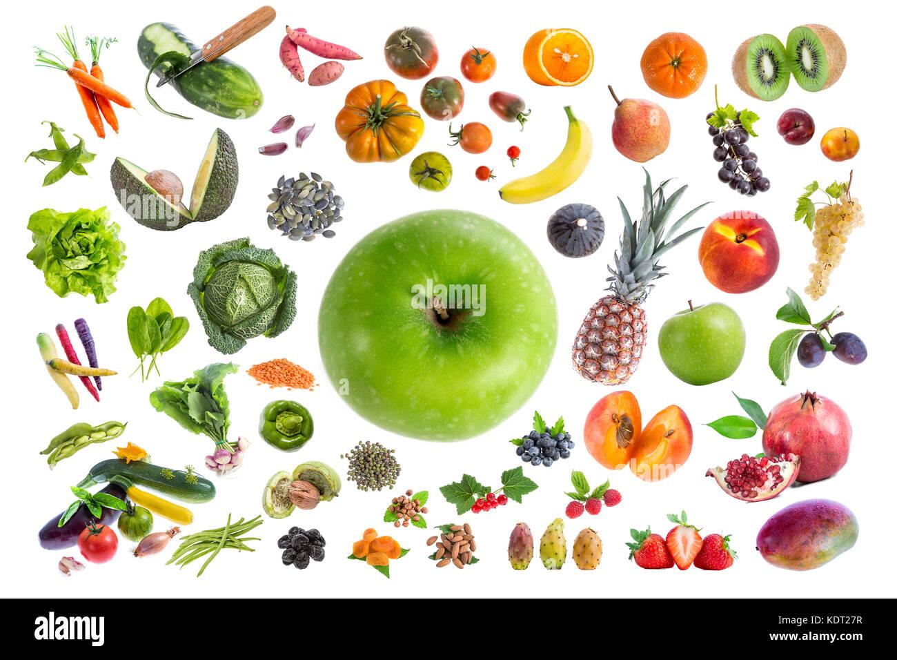 Concept d'une alimentation saine, de divers fruits et légumes à manger cinq par jour sur withte avec Photo Stock