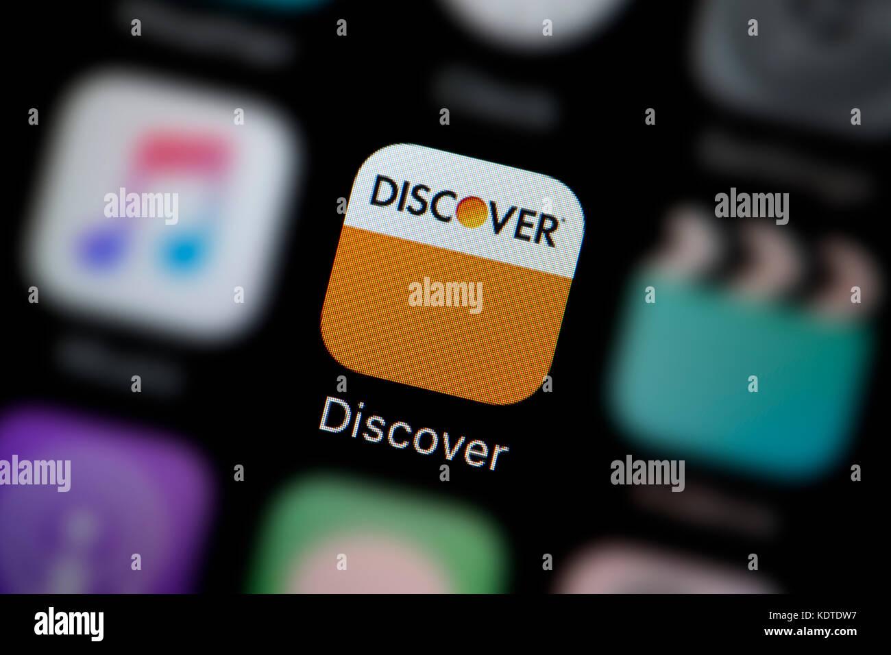 Un gros plan sur le logo représentant l'icône de l'application Découvrez, comme on le voit Photo Stock