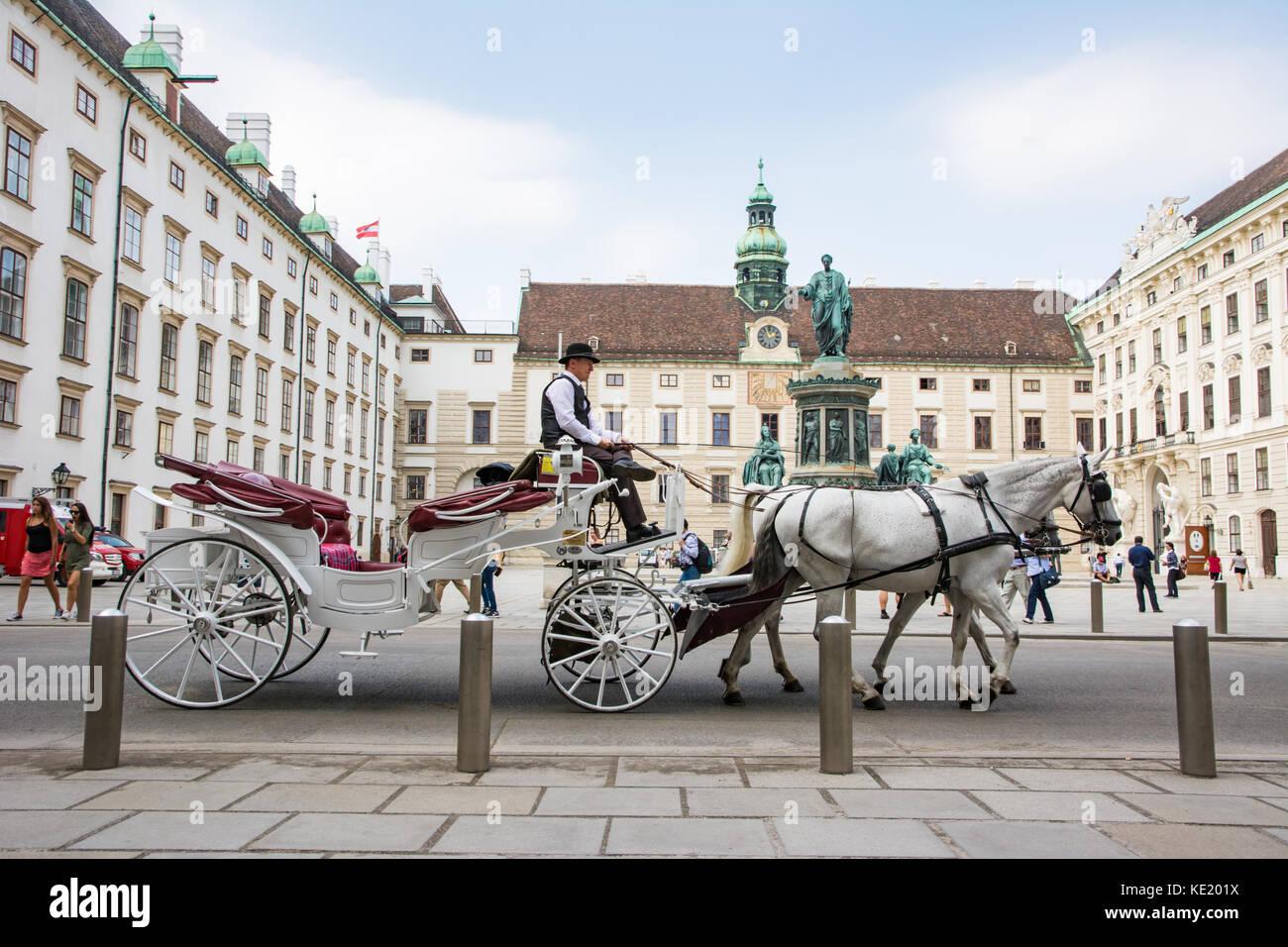 Vienne, Autriche - août 28: les touristes en calèche fiaker appelé à l'impérial Photo Stock