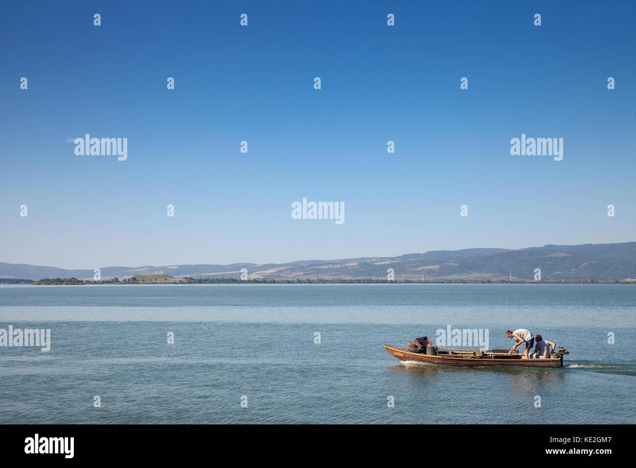 Beograd, Serbie - septembre 16, 2017: sur un bateau de pêche Les pêcheurs près de Gornji Milanovac Photo Stock