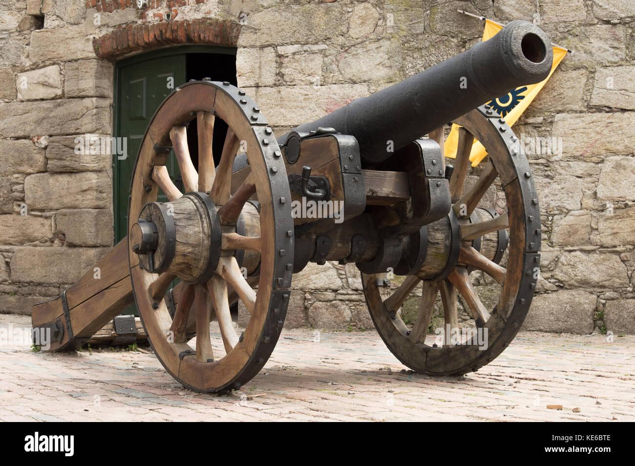 Vieux canon dans la ville coloniale de Montevideo, Uruguay Banque D'Images