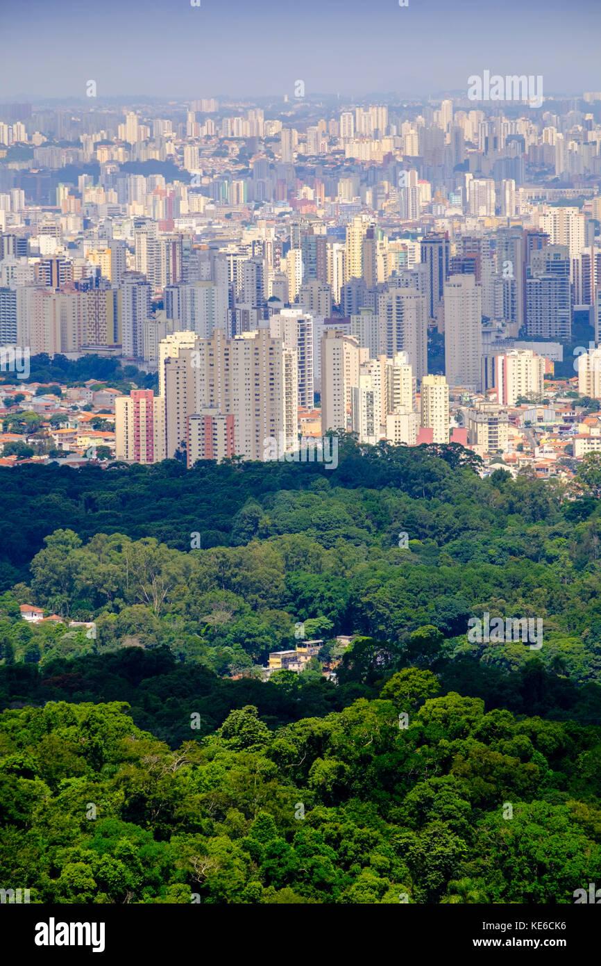 Skyline de São Paulo de la Serra da Cantareira Photo Stock