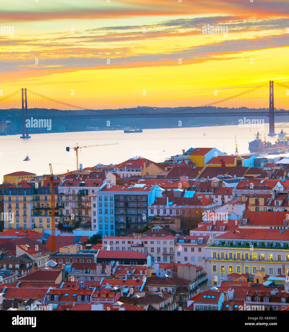 Belle vieille ville de Lisbonne, Portugal, au coucher du soleil Photo Stock