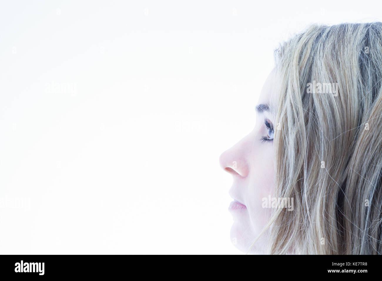 Profil d'un visage de femme aux cheveux blonds, Connecticut, États-Unis d'Amérique Banque D'Images